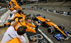 McLaren celebrates as Carlos Sainz Jr (ESP) McLaren MCL35 finishes the race. 13.12.2020. Formula 1 World Championship, Rd 17, Abu Dhabi Grand Prix