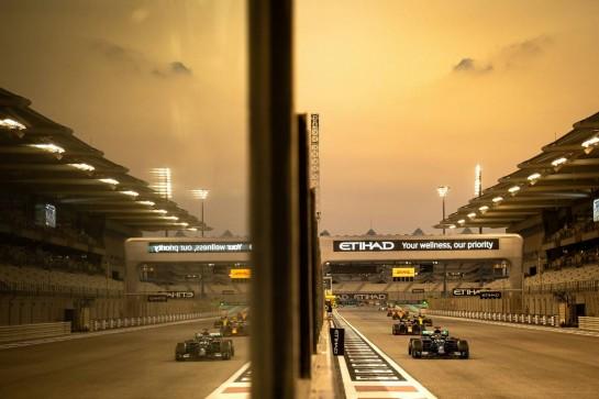 Lewis Hamilton (GBR) Mercedes AMG F1 W11. 13.12.2020. Formula 1 World Championship, Rd 17, Abu Dhabi Grand Prix, Yas Marina Circuit, Abu Dhabi, Race Day. - www.xpbimages.com, EMail: requests@xpbimages.com © Copyright: Bearne / XPB Images