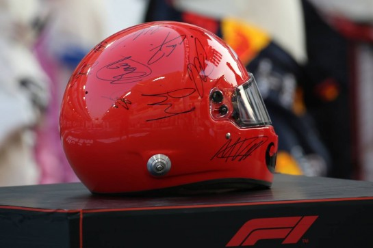 SIgned Helmet for Chase Carey (USA) Formula One Group Chairman on the grid 13.12.2020. Formula 1 World Championship, Rd 17, Abu Dhabi Grand Prix, Yas Marina Circuit, Abu Dhabi, Race Day. - www.xpbimages.com, EMail: requests@xpbimages.com © Copyright: Batchelor / XPB Images