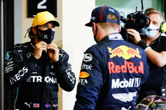 (L to R): Lewis Hamilton (GBR) Mercedes AMG F1 with race winner Max Verstappen (NLD) Red Bull Racing in parc ferme. 13.12.2020. Formula 1 World Championship, Rd 17, Abu Dhabi Grand Prix, Yas Marina Circuit, Abu Dhabi, Race Day. - www.xpbimages.com, EMail: requests@xpbimages.com © Copyright: FIA Pool Image for Editorial Use Only