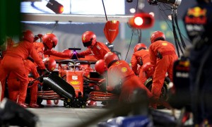 Vettel: Slow pits stops caused by equipment not crew