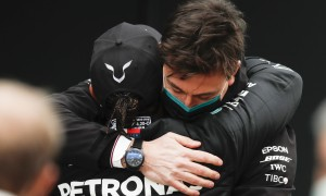 Hamilton 'proud' to see Wolff remain at Mercedes helm