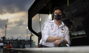 Wolff 'not assuming' Hamilton will sign for three years