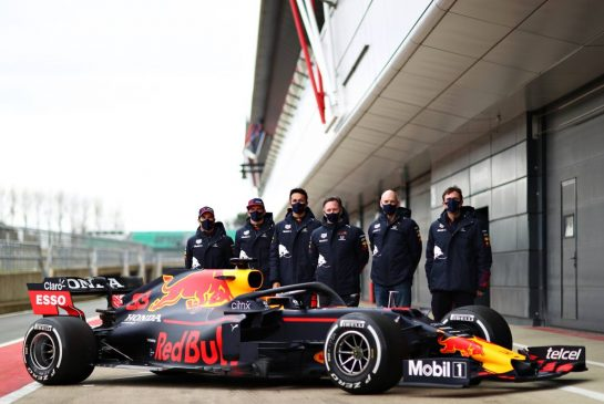 NORTHAMPTON, ENGLAND - FEBRUARY 24: Sergio Perez of Mexico and Red Bull Racing, Max Verstappen of Netherlands and Red Bull Racing, Alexander Albon of Thailand and Red Bull Racing, Red Bull Racing Team Principal Christian Horner, Adrian Newey, the Chief Technical Officer of Red Bull Racing and Pierre Wache, Chief Engineer of Performance Engineering at Red Bull Racing pose for a photo with the RB15 during the Red Bull Racing Filming Day at Silverstone on February 24, 2021 in Northampton, England. (Photo by Dan Istitene/Getty Images for Red Bull Racing) // Getty Images / Red Bull Content Pool  // SI202102240221 // Usage for editorial use only //