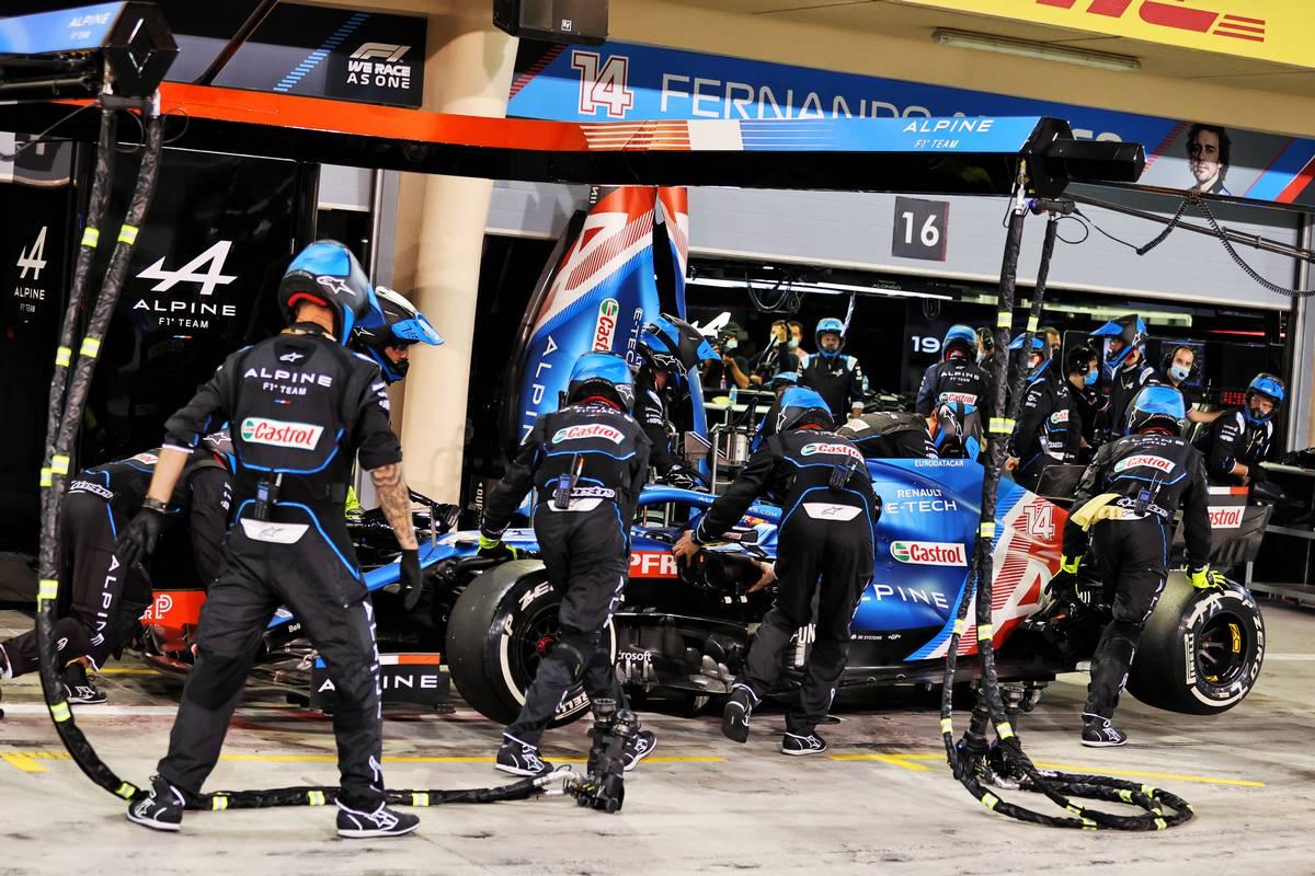 Fernando Alonso (ESP) Alpine F1 Team A521 retired from the race. 28.03.2021. Formula 1 World Championship, Rd 1, Bahrain Grand Prix
