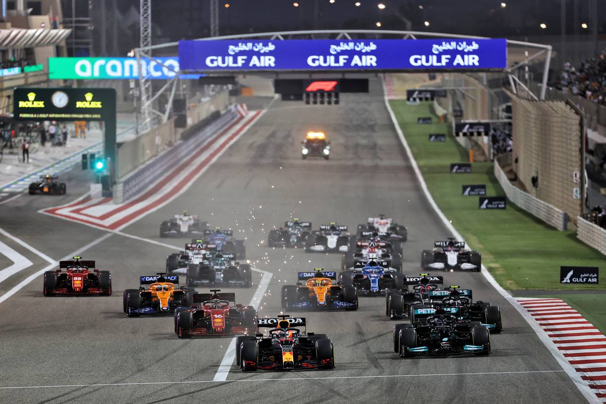 Max Verstappen (NLD) Red Bull Racing RB16B leads at the start of the race. 28.03.2021. Formula 1 World Championship, Rd 1, Bahrain Grand Prix