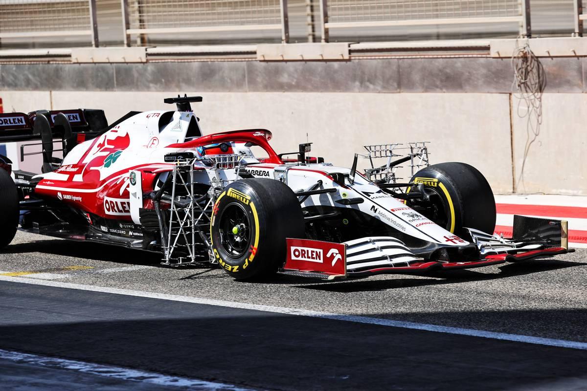 Kimi Raikkonen (FIN) Alfa Romeo Racing C41 running sensor equipment.