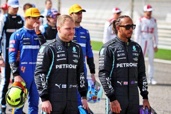 (L to R): Valtteri Bottas (FIN) Mercedes AMG F1 with Lewis Hamilton (GBR) Mercedes AMG F1. 12.03.2021. Formula 1 Testing, Sakhir, Bahrain, Day One. - www.xpbimages.com, EMail: requests@xpbimages.com © Copyright: Moy / XPB Images