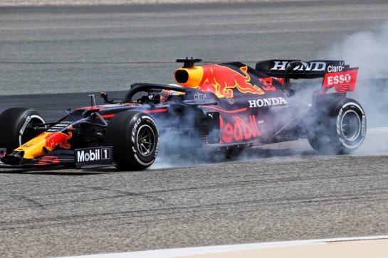 Max Verstappen (NLD) Red Bull Racing RB16B locks up under braking. 12.03.2021. Formula 1 Testing, Sakhir, Bahrain, Day One. - www.xpbimages.com, EMail: requests@xpbimages.com © Copyright: Batchelor / XPB Images