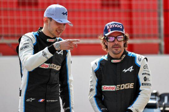 (L to R): Esteban Ocon (FRA) Alpine F1 Team and Fernando Alonso (ESP) Alpine F1 Team. 12.03.2021. Formula 1 Testing, Sakhir, Bahrain, Day One. - www.xpbimages.com, EMail: requests@xpbimages.com © Copyright: Batchelor / XPB Images