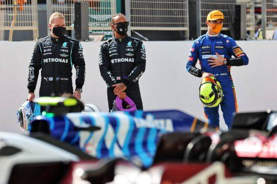 (L to R): Valtteri Bottas (FIN) Mercedes AMG F1; Lewis Hamilton (GBR) Mercedes AMG F1; and Lando Norris (GBR) McLaren. 12.03.2021. Formula 1 Testing, Sakhir, Bahrain, Day One. - www.xpbimages.com, EMail: requests@xpbimages.com © Copyright: Batchelor / XPB Images