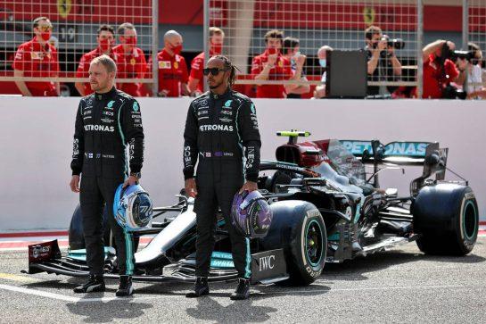 (L to R): Valtteri Bottas (FIN) Mercedes AMG F1 W12 and Lewis Hamilton (GBR) Mercedes AMG F1. 12.03.2021. Formula 1 Testing, Sakhir, Bahrain, Day One. - www.xpbimages.com, EMail: requests@xpbimages.com © Copyright: Batchelor / XPB Images