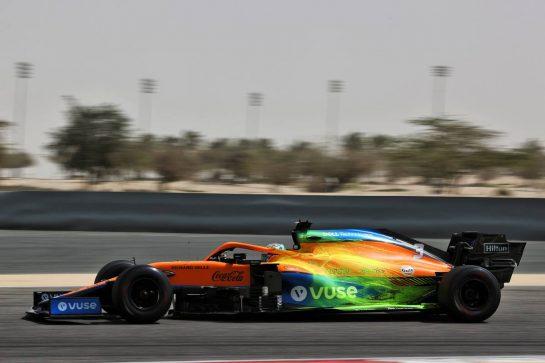 Daniel Ricciardo (AUS) McLaren MCL35M with flow-vis paint. 13.03.2021. Formula 1 Testing, Sakhir, Bahrain, Day Two. - www.xpbimages.com, EMail: requests@xpbimages.com © Copyright: Batchelor / XPB Images