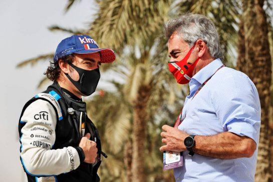 (L to R): Fernando Alonso (ESP) Alpine F1 Team with Carlos Sainz (ESP). 13.03.2021. Formula 1 Testing, Sakhir, Bahrain, Day Two. - www.xpbimages.com, EMail: requests@xpbimages.com © Copyright: Moy / XPB Images