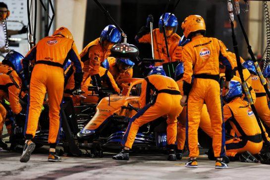 Daniel Ricciardo (AUS) McLaren MCL35M practices a pit stop. 14.03.2021. Formula 1 Testing, Sakhir, Bahrain, Day Three. - www.xpbimages.com, EMail: requests@xpbimages.com © Copyright: Moy / XPB Images