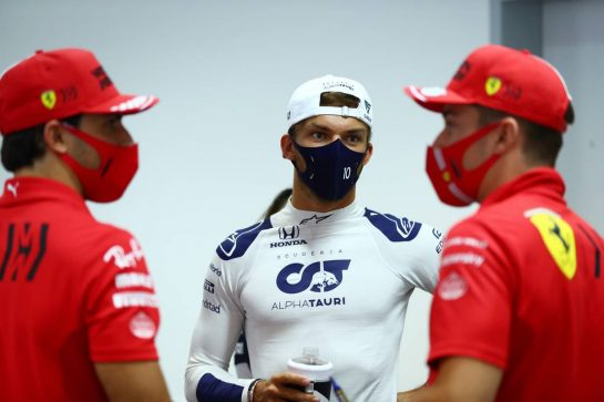 Pierre Gasly (FRA) AlphaTauri with Carlos Sainz Jr (ESP) Ferrari and Charles Leclerc (MON) Ferrari in the FIA Press Conference. 25.03.2021. Formula 1 World Championship, Rd 1, Bahrain Grand Prix, Sakhir, Bahrain, Preparation Day. - www.xpbimages.com, EMail: requests@xpbimages.com © Copyright: FIA Pool Image for Editorial Use Only