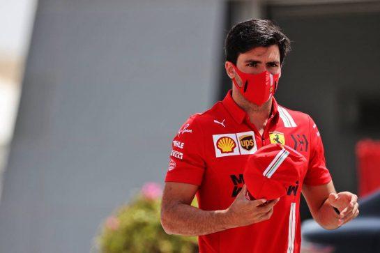 Carlos Sainz Jr (ESP) Ferrari. 26.03.2021. Formula 1 World Championship, Rd 1, Bahrain Grand Prix, Sakhir, Bahrain, Practice Day - www.xpbimages.com, EMail: requests@xpbimages.com © Copyright: Batchelor / XPB Images