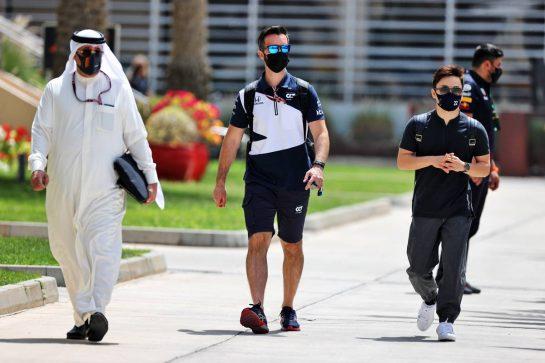 Yuki Tsunoda (JPN) AlphaTauri (Right). 26.03.2021. Formula 1 World Championship, Rd 1, Bahrain Grand Prix, Sakhir, Bahrain, Practice Day - www.xpbimages.com, EMail: requests@xpbimages.com © Copyright: Moy / XPB Images