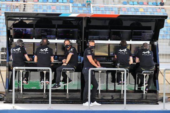 Alpine F1 Team pit gantry. 26.03.2021. Formula 1 World Championship, Rd 1, Bahrain Grand Prix, Sakhir, Bahrain, Practice Day - www.xpbimages.com, EMail: requests@xpbimages.com © Copyright: Moy / XPB Images