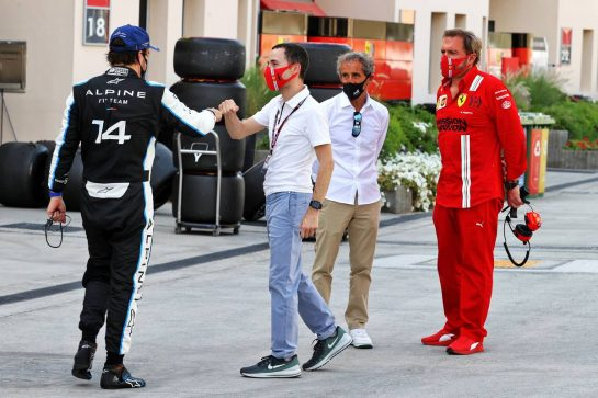 (L to R): Fernando Alonso (ESP) Alpine F1 Team; Nicolas Todt (FRA) Driver Manager; Alain Prost (FRA) Alpine F1 Team Non-Executive Director; and Gino Rosato (CDN) Ferrari. 26.03.2021. Formula 1 World Championship, Rd 1, Bahrain Grand Prix, Sakhir, Bahrain, Practice Day - www.xpbimages.com, EMail: requests@xpbimages.com © Copyright: Moy / XPB Images