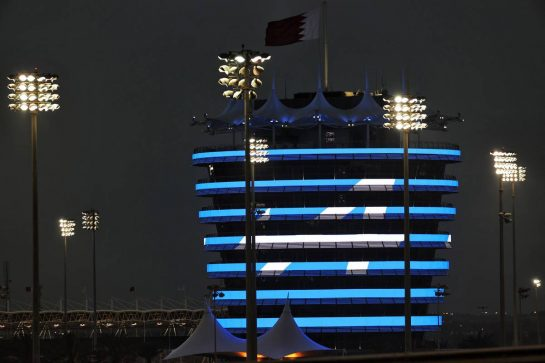 Circuit atmosphere - illuminated building - Alpine F1 Team. 26.03.2021. Formula 1 World Championship, Rd 1, Bahrain Grand Prix, Sakhir, Bahrain, Practice Day - www.xpbimages.com, EMail: requests@xpbimages.com © Copyright: Batchelor / XPB Images