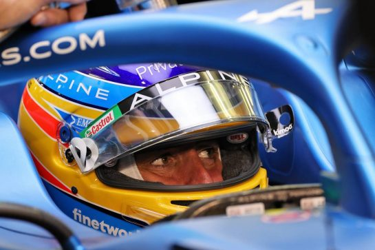 Fernando Alonso (ESP) Alpine F1 Team A521. 26.03.2021. Formula 1 World Championship, Rd 1, Bahrain Grand Prix, Sakhir, Bahrain, Practice Day - www.xpbimages.com, EMail: requests@xpbimages.com © Copyright: Moy / XPB Images
