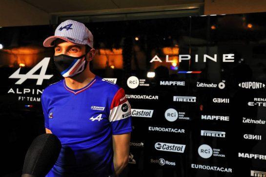 Esteban Ocon (FRA) Alpine F1 Team with the media. 26.03.2021. Formula 1 World Championship, Rd 1, Bahrain Grand Prix, Sakhir, Bahrain, Practice Day - www.xpbimages.com, EMail: requests@xpbimages.com © Copyright: Moy / XPB Images