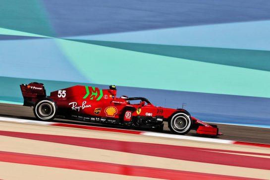 Carlos Sainz Jr (ESP) Ferrari SF-21. 27.03.2021. Formula 1 World Championship, Rd 1, Bahrain Grand Prix, Sakhir, Bahrain, Qualifying Day. - www.xpbimages.com, EMail: requests@xpbimages.com © Copyright: Charniaux / XPB Images