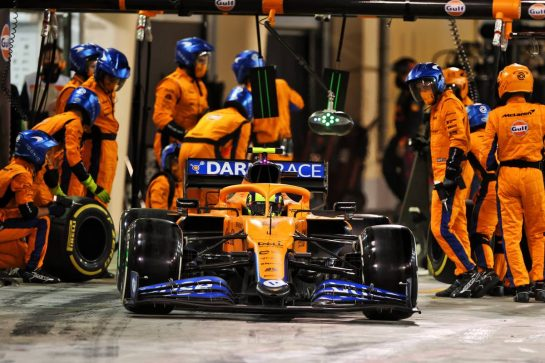 Lando Norris (GBR) McLaren MCL35M makes a pit stop. 28.03.2021. Formula 1 World Championship, Rd 1, Bahrain Grand Prix, Sakhir, Bahrain, Race Day. - www.xpbimages.com, EMail: requests@xpbimages.com © Copyright: Moy / XPB Images