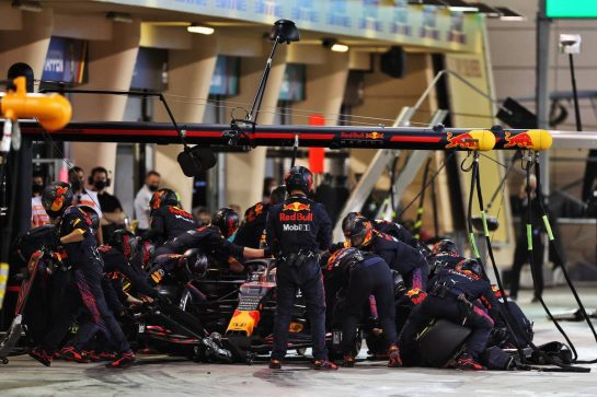 Max Verstappen (NLD) Red Bull Racing RB16B makes a pit stop. 28.03.2021. Formula 1 World Championship, Rd 1, Bahrain Grand Prix, Sakhir, Bahrain, Race Day. - www.xpbimages.com, EMail: requests@xpbimages.com © Copyright: Moy / XPB Images
