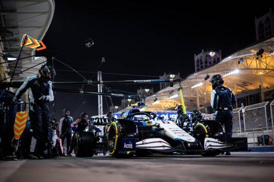 Nicholas Latifi (CDN) Williams Racing FW43B makes a pit stop. 28.03.2021. Formula 1 World Championship, Rd 1, Bahrain Grand Prix, Sakhir, Bahrain, Race Day. - www.xpbimages.com, EMail: requests@xpbimages.com © Copyright: Bearne / XPB Images