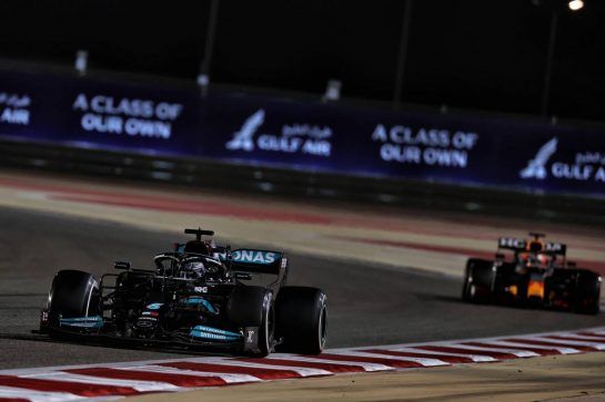 Lewis Hamilton (GBR) Mercedes AMG F1 W12 leads Max Verstappen (NLD) Red Bull Racing RB16B. 28.03.2021. Formula 1 World Championship, Rd 1, Bahrain Grand Prix, Sakhir, Bahrain, Race Day. - www.xpbimages.com, EMail: requests@xpbimages.com © Copyright: Batchelor / XPB Images