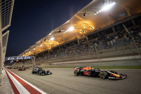 Max Verstappen (NLD) Red Bull Racing RB16B leads at the start of the race. 28.03.2021. Formula 1 World Championship, Rd 1, Bahrain Grand Prix, Sakhir, Bahrain, Race Day. - www.xpbimages.com, EMail: requests@xpbimages.com © Copyright: Bearne / XPB Images