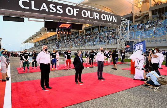 (L to R): Ross Brawn (GBR) Managing Director, Motor Sports; Jean Todt (FRA) FIA President; and Stefano Domenicali (ITA) Formula One President and CEO, on the grid. 28.03.2021. Formula 1 World Championship, Rd 1, Bahrain Grand Prix, Sakhir, Bahrain, Race Day. - www.xpbimages.com, EMail: requests@xpbimages.com © Copyright: FIA Pool Image for Editorial Use Only
