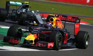 Verstappen 'amazed' by F1 action when revisiting 2016 footage
