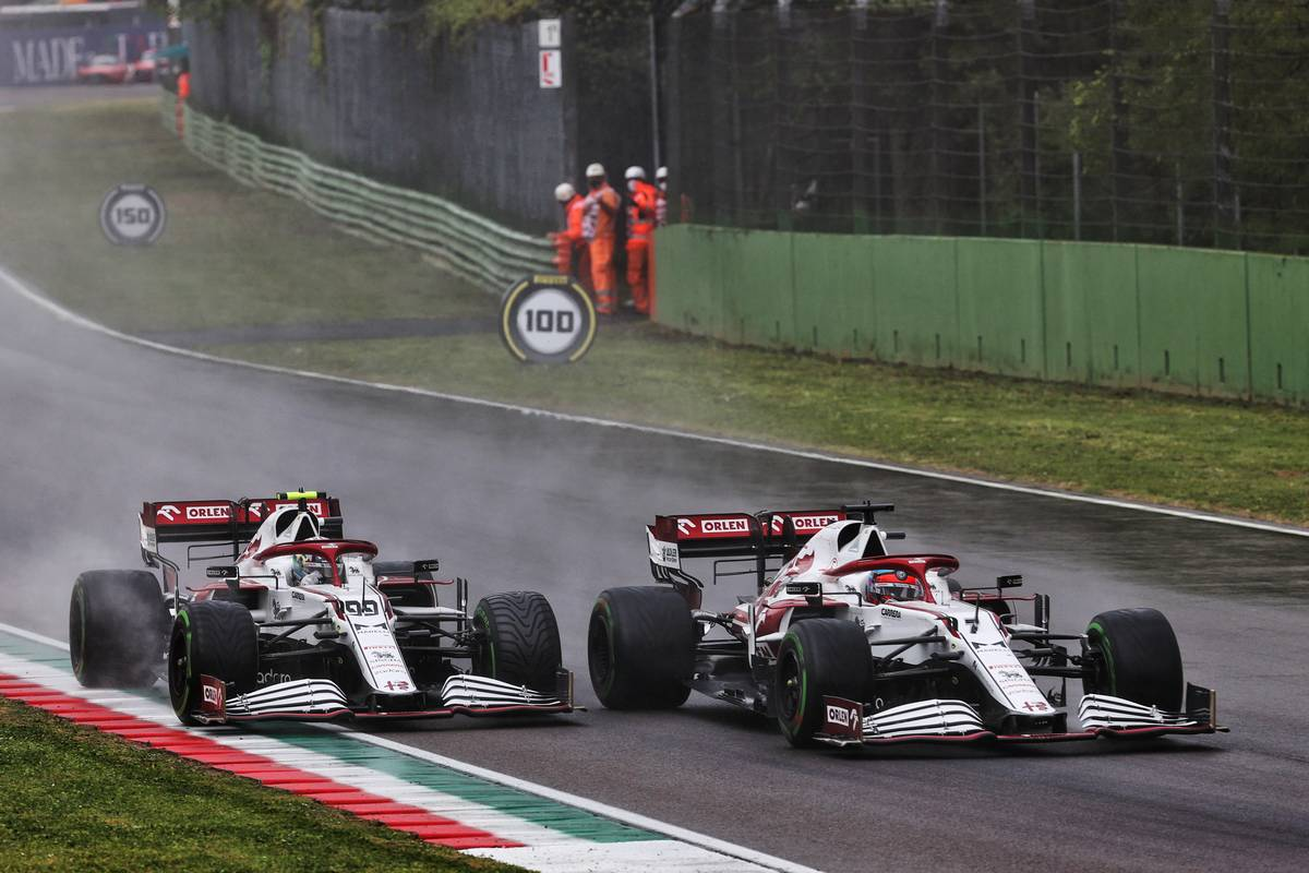 Antonio Giovinazzi (ITA) Alfa Romeo Racing C41 and team mate Kimi Raikkonen (FIN) Alfa Romeo Racing C41 battle for position. 18.04.2021. Formula 1 World Championship, Rd 2, Emilia Romagna Grand Prix, Imola