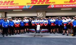 F1 teams pay tribute to Haas team member Martin Shepherd