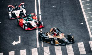 Vergne wins crash-marred first FE round in Rome