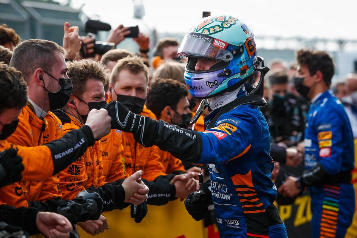 Daniel Ricciardo (AUS) McLaren with the team in parc ferme. 18.04.2021. Formula 1 World Championship, Rd 2, Emilia Romagna Grand Prix, Imola