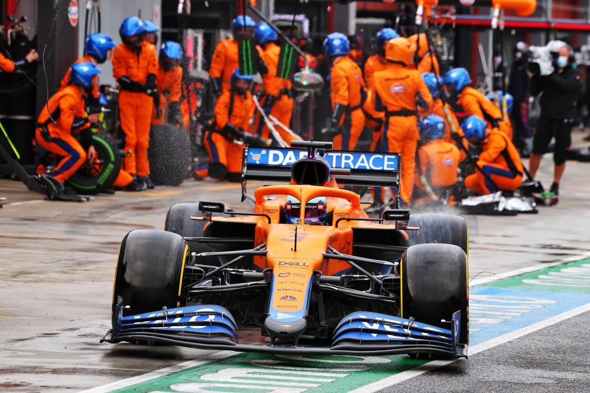 Daniel Ricciardo (AUS) McLaren MCL35M makes a pit stop. 18.04.2021. Formula 1 World Championship, Rd 2, Emilia Romagna Grand Prix, Imola