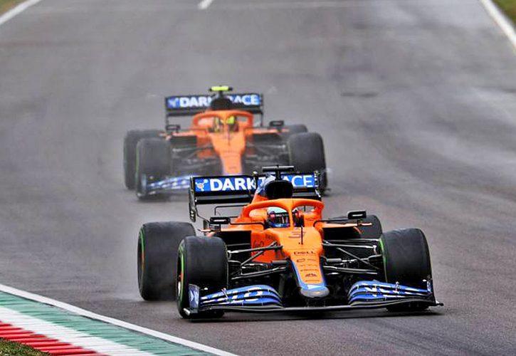 Daniel Ricciardo (AUS) McLaren MCL35M leads team mate Lando Norris (GBR) McLaren MCL35M. 18.04.2021. Formula 1 World Championship, Rd 2, Emilia Romagna Grand Prix, Imola