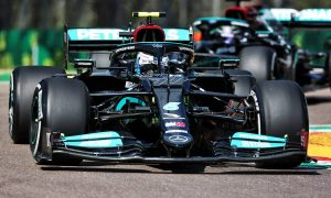 Bottas and Hamilton stay top in FP2, Verstappen sidelined