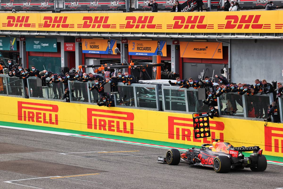 Race winner Max Verstappen (NLD) Red Bull Racing RB16B celebrates as he passes his team at the end of the race. 18.04.2021. Formula 1 World Championship, Rd 2, Emilia Romagna Grand Prix, Imola