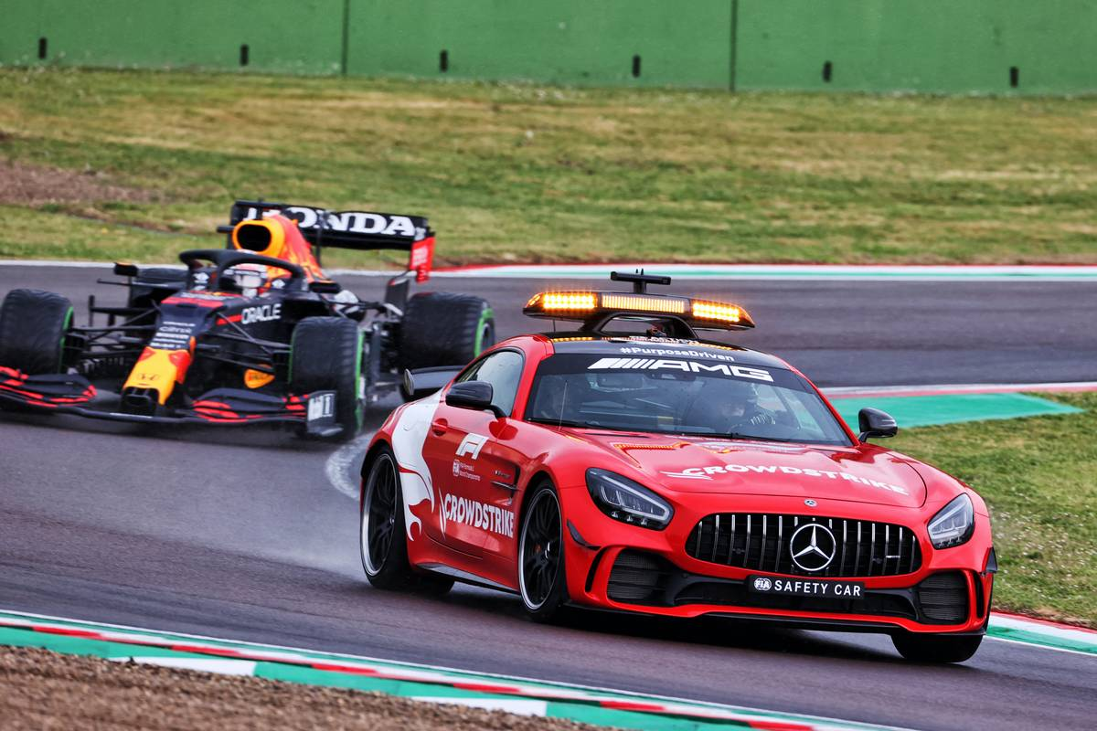 Max Verstappen (NLD) Red Bull Racing RB16B leads behind the Mercedes FIA Safety Car. 18.04.2021. Formula 1 World Championship, Rd 2, Emilia Romagna Grand Prix, Imola