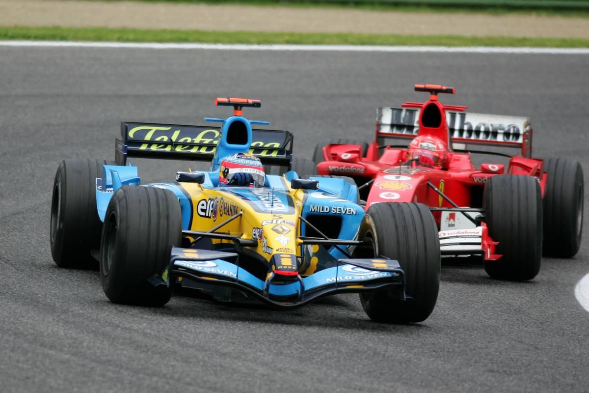 Fernando Alonso (ESP), Mild Seven Renault F1 R25 (front) and Michael Schumacher (GER), Scuderia Ferrari Marlboro F2005 (rear), fighiting for the lead of the race - April, Formula 1 World Championship, Rd 4, San Marino Grand Prix