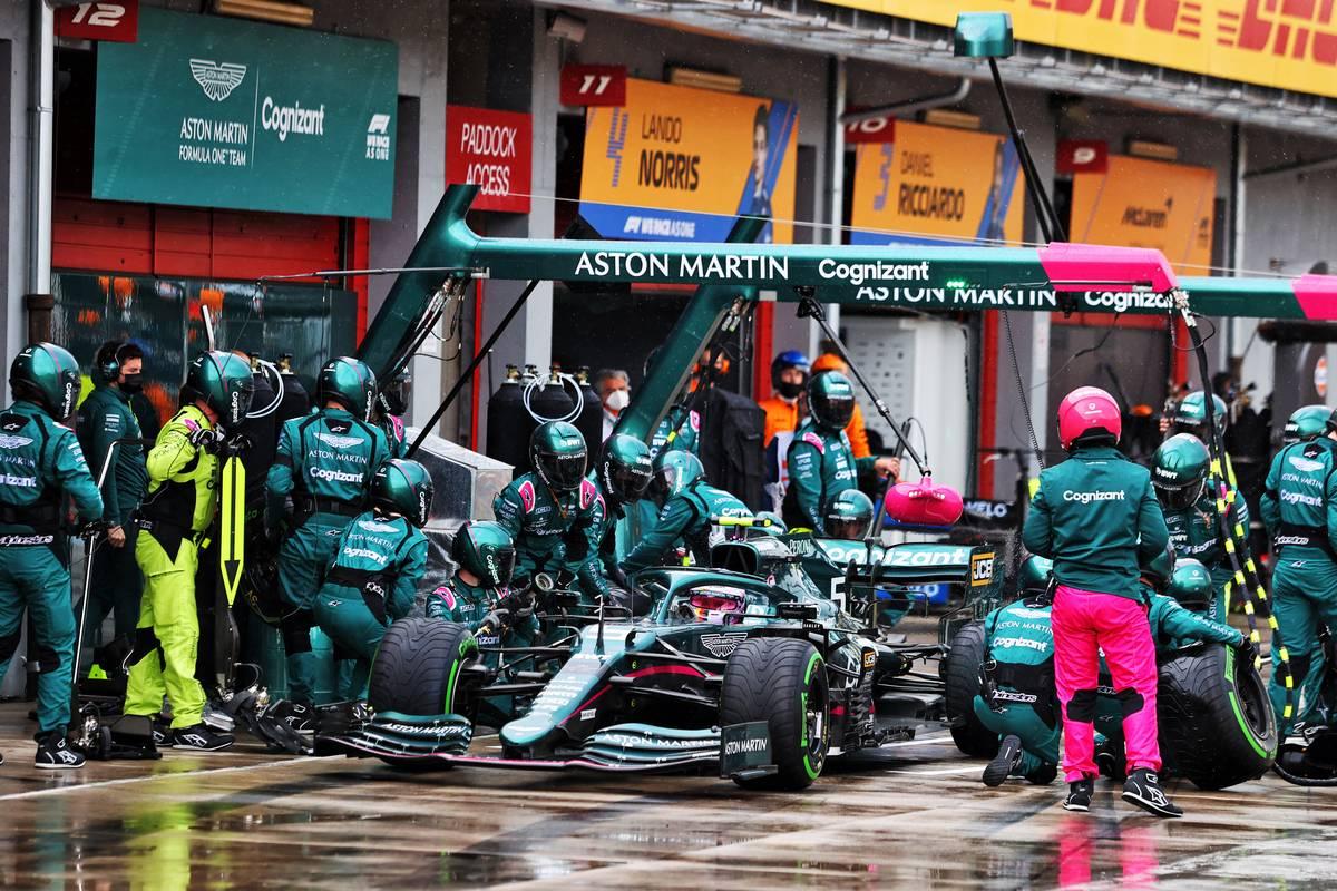 Sebastian Vettel (GER) Aston Martin F1 Team AMR21 makes a pit stop. 18.04.2021. Formula 1 World Championship, Rd 2, Emilia Romagna Grand Prix, Imola