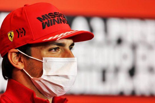 Carlos Sainz Jr (ESP) Ferrari in the FIA Press Conference. 15.04.2021. Formula 1 World Championship, Rd 2, Emilia Romagna Grand Prix, Imola, Italy, Preparation Day. - www.xpbimages.com, EMail: requests@xpbimages.com © Copyright: Charniaux / XPB Images