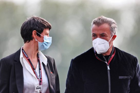 (L to R): Ellie Norman, F1 Director of Marketing and Communications with Jean Alesi (FRA). 16.04.2021. Formula 1 World Championship, Rd 2, Emilia Romagna Grand Prix, Imola, Italy, Practice Day. - www.xpbimages.com, EMail: requests@xpbimages.com © Copyright: Charniaux / XPB Images
