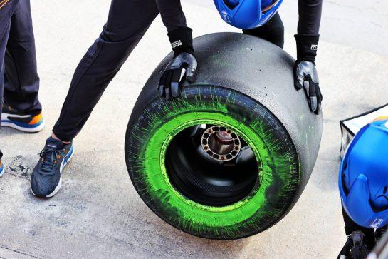 McLaren MCL35M flow-vis paint on a Pirelli tyre. 16.04.2021. Formula 1 World Championship, Rd 2, Emilia Romagna Grand Prix, Imola, Italy, Practice Day. - www.xpbimages.com, EMail: requests@xpbimages.com © Copyright: Moy / XPB Images