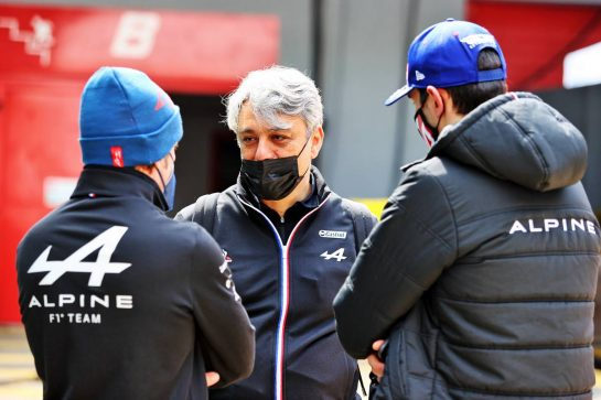 Luca de Meo (ITA) Groupe Renault Chief Executive Officer with Fernando Alonso (ESP) Alpine F1 Team (Left) and Esteban Ocon (FRA) Alpine F1 Team (Right). 17.04.2021. Formula 1 World Championship, Rd 2, Emilia Romagna Grand Prix, Imola, Italy, Qualifying Day. - www.xpbimages.com, EMail: requests@xpbimages.com © Copyright: Moy / XPB Images